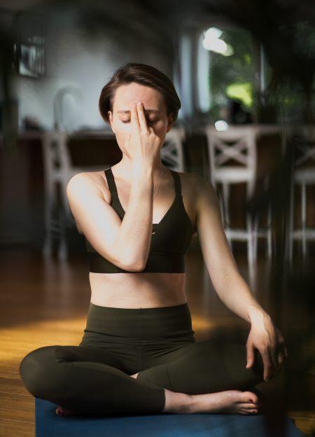 Dziś coraz więcej mówimy o oddychaniu.Coraz więcej też o nim wiemy. Wiemy, że oddychanie to jeden z najważniejszych procesów fizjologicznych zachodzących w ciele. To dzięki niemu żyjesz. Dlatego jakość Twojego oddychania ma ogromny wpływ na jakość Twojego życia.
